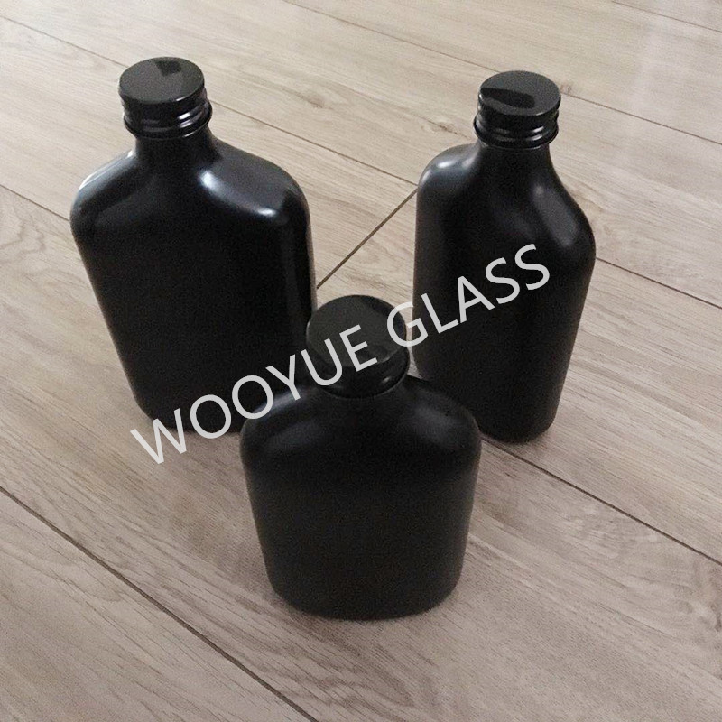 Cold brew coffee glass bottle black